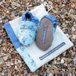 Baby booties, blue flowers, 0-6 mon..