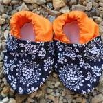 Baby booties, navy and white patter..
