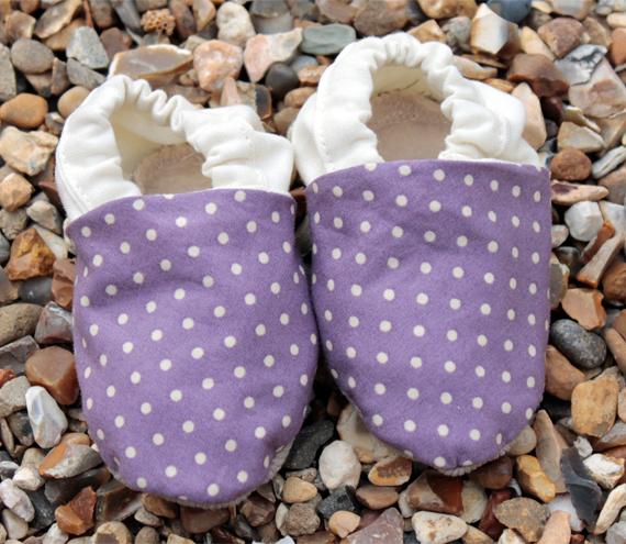 Baby booties, Purple spots and cream - newborn