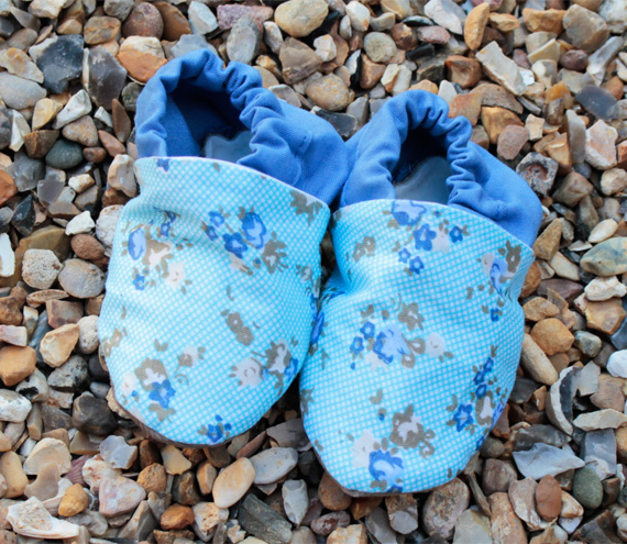 Baby booties, blue flowers, 0-6 months