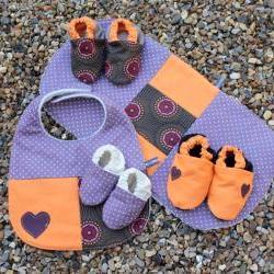 Deluxe baby set - bib, burp cloth, 3 pairs of booties (spotty, purple and orange)